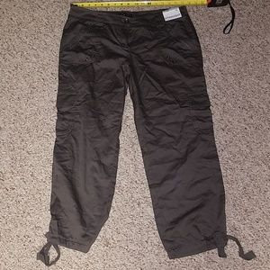NWT NEW YORK AND CO CARGO CAPRIS